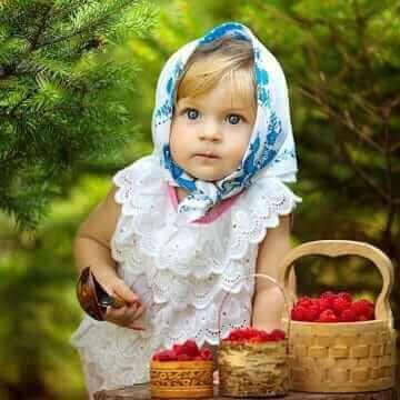 Девочка с лукошком